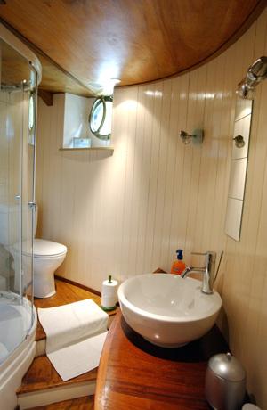 Alegria bathroom