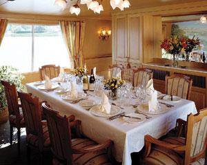Amaryllis dining