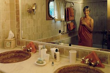 Amaryllis bathroom