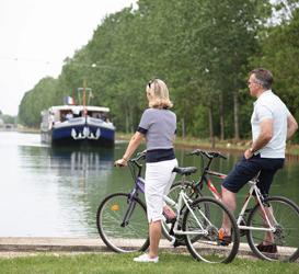 Amaryllis hotel barge