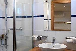 Apres Tout En-Suite Bathroom