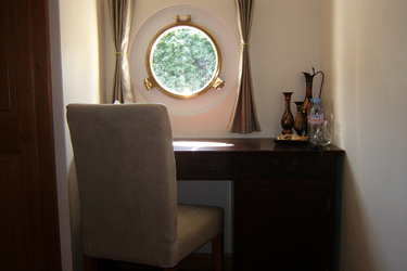 Enchante cabin desk