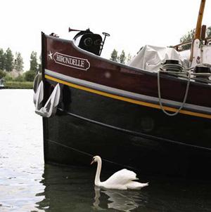 Hirondelle hotel barge
