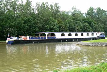 Renaissance hotel barge