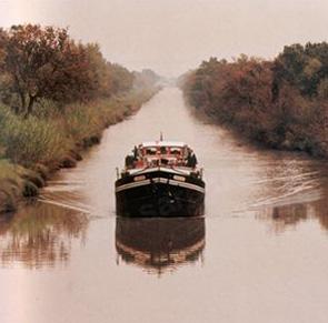 Saroche hotel barge