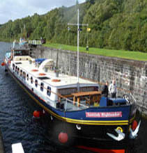 Scottish Highlander hotel barge