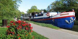 Caroline Hotel Barge